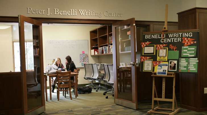 Students working in the Benelli Writing Center
